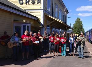 Musikanter. En försmak av Orsayran bjöds passagerarna på Inlandsbanans jubileumståg.