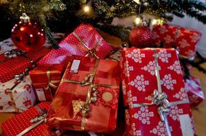 Över 200 julklappar har samlats in till barn, som kanske annars hade blivit utan paket.