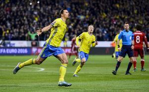 Zlatan Ibrahimovic ökade på till 2–0 på straff.