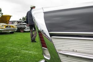 Veteranbilsförare kom med sin bilar till Svartviken. Här är det bakändan på en Buick Riviera Special från 1950-talet.