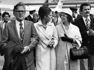 Familjen Sommerlath kommer till Sverige dagarna innan det kungliga bröllopet 1976.