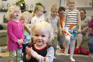 Malin Östgren är på öppna förskolan en gång i månaden ungefär.