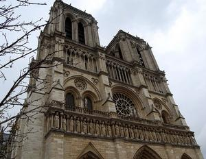 Ett måste för dig som avgudade barnfilmen Ringaren i Notre Dame.