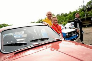 Premiärtur. Erik Nilsson från Avesta gjorde sin alldra första tävling under lördagen. Förare var morfar Sture Persson.