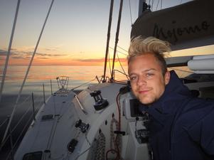 SOLNEDGÅNG ÖVER ATLANTEN. Fredrik Sahlin från Gävle sökte och fick jobbet som besättningsman vid en Atlantseglats från Karibien.