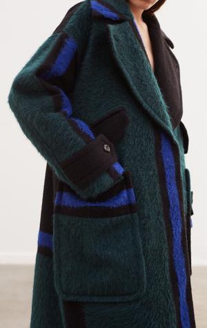 4. Designern Carin Rodebjer klär ibland upp män i sina kreationer. Kappa Rodebjer Aurore, 6999 kronor.