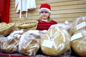 Ung säljare. Tilly Andersson hjälpte mamma att sälja bröd.