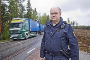 Per Strömbäcks råd är att ta det lugnt, särskilt i skymning och gryning samt att hålla koll på varningsskyltarna.