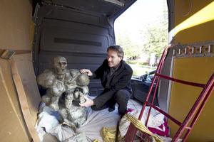 """Konst. Tjuvarna slog till mot Galleri Astley i Uttersberg för fyra år sedan och stal konst för 1,3 miljoner – i oktober hittades två av konstverken, """"Profeten"""" och """"Snäckan"""", i skogen utanför Söderbärke. Foto: Anders Jansson"""