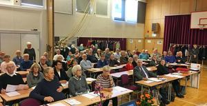 Många pensionärer hade samlats i Härnösand för att lyssna på Anna  Werkelin Ahlins föredrag.