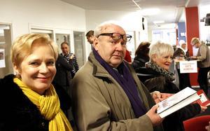 Eva Bergström och Hasse Bergkvist, kända från Gävles amatörteatervärld, vimlade på Arbetarbladets redaktion.