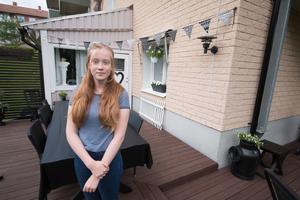 Adéle Kanding Lejon utanför hemmet. Hon ser fram emot att börja på Brinellskolan i höst.