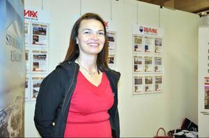 Ann Lorentsson är fastighetsmäklare på Remax Vemdalen, tycker det var en bra idé att företagen samlades på ett ställe, så stugägarna vet var de kan vända sig. – Det har varit ofantligt mycket folk, säger hon.
