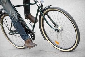Det finns många osäkra korsningar där cykelöverfarter skulle kunna ha en positiv inverkan både på säkerheten och på framkomligheten för cyklister, skriver Jonas Ryberg.