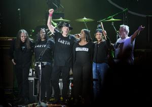 Neil Young & Crazy Horse avslutar Stockholm Music and Arts på Skeppsholmen 2014. Ralph Molina, tvåa från höger i bakvänd keps.