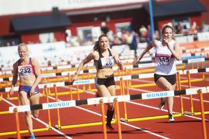 Sofia Mossberg i finalen på 100 meter häck.