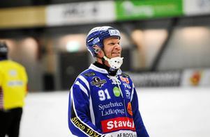 Johan Esplund gör sin tredje säsong tillbaka i Villa Lidköping sedan han lämnade VSK. Nu är han på god väg att slå ut sin gamla klubb i kvartsfinalspelet.