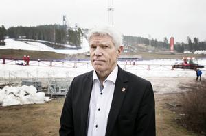 Förre VM-generalen Sven von Holst har fått ett nytt uppdrag - att utreda om Falun ska söka skid-VM också 2015.