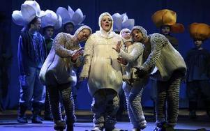 Huvudrollen som Lumi Säl gestaltades av Miina-Liisa Värelä (dramatisk sopran), som 2011 vann Timo Mustakallios sångtävling för unga operasångare. Foto: Rolf Christerson