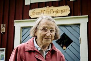 Första folkan. Barbro Cluley, verksam på Tivedstorp, var troligen den första VW-ägaren i Sverige.