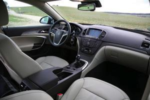 Opel har lyft kvalitetskänslan flera snäpp från föregångaren Vectra, vilket märks mest på insidan.  Foto:Rolf Gildenlöw