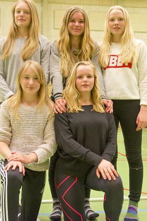 Emilia Jonsson från Ytterhogdal, Matilda Bäck från Sveg, Julia Hansson från Sveg, Enya Jonsson från Ytterhogdal och Malva Zackrisson från Sveg deltog i Jämtland-Härjedalens skidförbunds vårläger i Sveg.