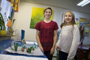 Femteklassarna Mattias Fernquist och Indra Edholm-Norling valde att skapa fisken abborre.