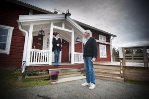 Eivor och Lars Frestadius bor mitt emellan Görvik och Ramsele öster om Hammerdal där Telia tidigt plockade ned fasta koppartråden. Sedan dess har kampen för bättre kontakt pågått. I höstas var ÖP på besök.