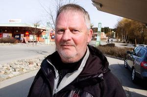 """Staffan """"Räven"""" Carlsson, Frösön:– Det är naturligtvis trist med de ekonomiska konsekvenserna för flygbolagen. Askan i sig vet jag så lite om, men jag är inte rädd för den."""