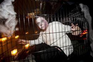 Under torsdagskvällen fylldes skolan med spöken och gastar i burar och under trappor.