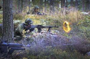 De ettriga kulsprutorna smattrade i skogen vid skjutbanan vid Vikstaberget, Forsa. På fredagseftermiddagen förflyttade sig hemvärnets Gävleborgsgrupp till Hornslandet, där de ska öva till sent på lördagen.