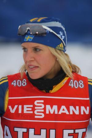 Jenny Jonsson koncentrerad inför kvällens distanslopp.