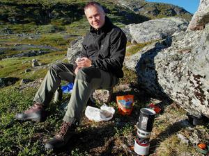 Forskaren Jens Ormö, geolog vid Centret för astrobiologi i Madrid, har studerat Lockne- och Målingenkratrarna i centrala Jämtland och funnit att de troligtvis uppstod samtidigt - för 458 miljoner år sedan.