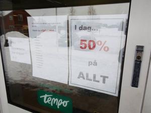 50 procent på all a varor i butiken på sista dagen Tempo i Hackås höll öppet.