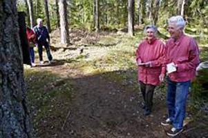 Foto: LASSE WIGERTPromenad med frågor. Rut och Ture Vikström berättade att de varit med och gått åtminstone sedan 1972.