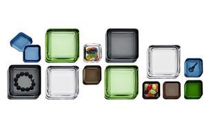 I en liten ask. Iittalas serie Vitriini består av glasaskar i olika storlekar och färger. Cirkapris från 224 kronor (för minsta asken; 6 x 6 centimeter). Finns bland annat på Royaldesign.se och Skultuna fabriksbutiker.
