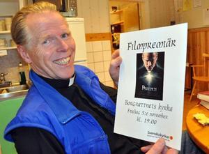 Kyrkoherde Lennart Raswill laddar sig och Borgvattnets kyrka för filmpremiär på fredag.