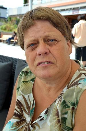 Carina Nyman, 54, sjukpensionär, Timrå:   – Kan du lova att det blir fler jobb och bostäder åt ungdomarna här?