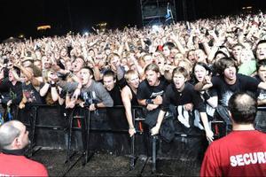 Hårdrockspubliken växer. Sommaren bjuder på inte mindre än fem renodlade hårdrocksfestivaler som kommer att locka en bra bit över 100 000 besökare. Här Metallica-fans på Sonisphere i Hultsfred. Festivalen hålls i år i Stockholm.Foto: Janerik Henriksson/Scanpix
