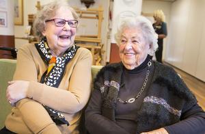 Ingrid Andersson och Kerstin Berglund välkomnar att pensionärer får sänkt skatt nästa år.