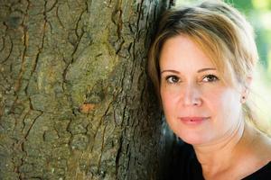 Cecilia Ekbäck debuterar med en engelsk roman. Men hon är svensk och uppvuxen i Hudiksvall,