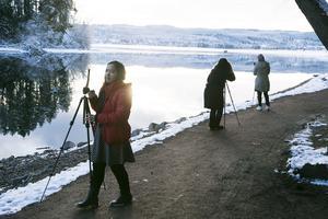 Det vackra ljuset gjorde att tjejerna inte kunde sluta filma och fota vid Solvändan.