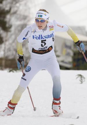 Lisa Larsen blev det stora svenska samtalsämnet efter damernas 15 kilometerslopp i fri stil. Larsen tog ut sig fullständigt och vid mellantiden vid elva kilometer såg falubon ut att vara nära att falla ihop - mitt framför miljontals svenska tv-tittare.