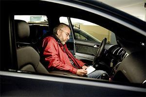 Johan Norberg i högsätet i Audi Q7. Omdömena går dock isär när Johan och ljuddomarna är färdiga med analyserandet.