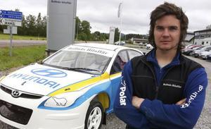 Bollnäs MK:s Mattias Ohlsson står på startlinjen när rallycross–SM kör sin första deltävling under lördagen i värmländska Höljes.