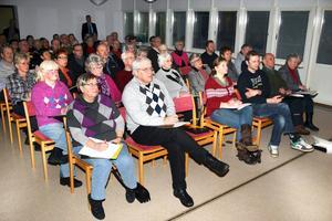 Ett femtiotal intresserade var med under hussäljarkvällen som Lekebergs sparbank och Fastighetsbyrån ordnade i tisdags.