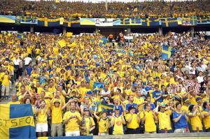 Blågul publik när Sverige spelade VM-fotboll i Berlin mot Paraguay 2006. Arkivbild.