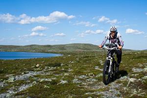 Mattias Skantz, 31, från Frösön, har nyligen lyckats med en bedrift som ingen annan har klarat av. På 16 dagar cyklade han mellan Treriksröset och Grövelsjön.
