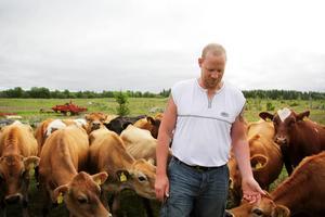 Huvudprodukten kommer vara en mjölk som är pastöriserad, men inte homogeniserad. På det viset blir det så likt det naturliga som möjligt, menar Daniel.    – Nästan som om det vore direkt ur spenen, säger han.