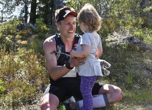 Andreas Svanebo med dottern Ripa, två år.